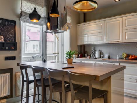 Кухня в классическом стиле с островом