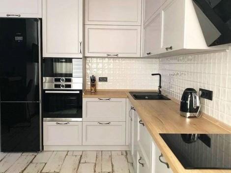 Кухня в скандинавском стиле со светло-серыми фасадами_(1)